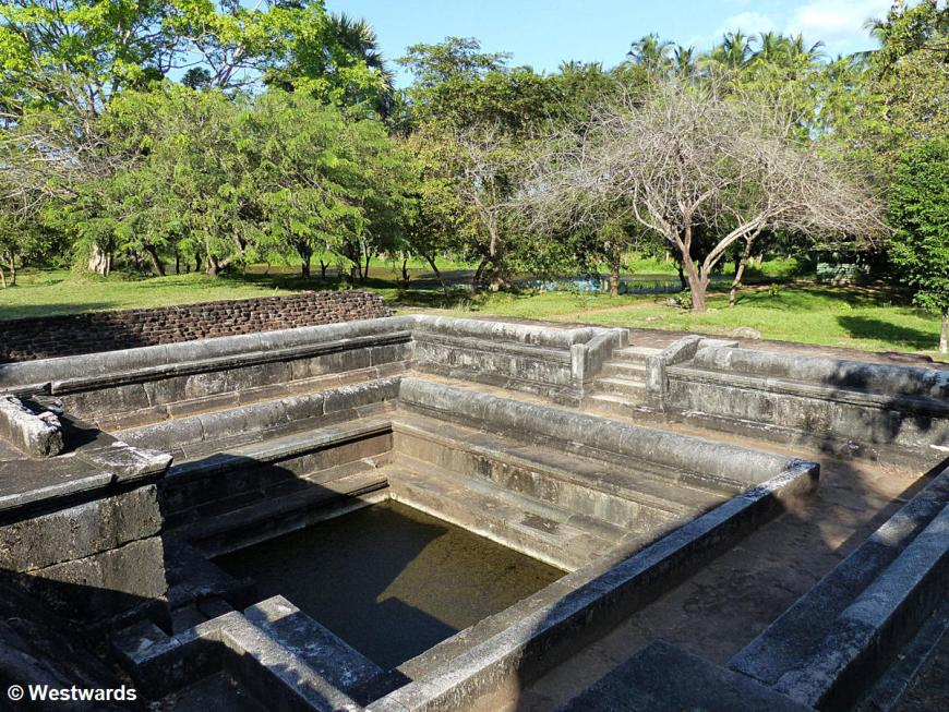 20160128 Anuradhapura Royal Goldfish ponds P1230903