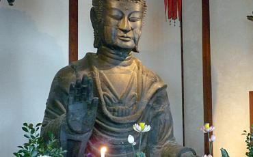 Early asuka-style buddha statue