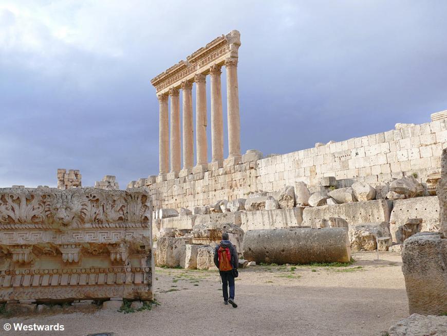Woman exploring the Jupiter Templ in Baalbek