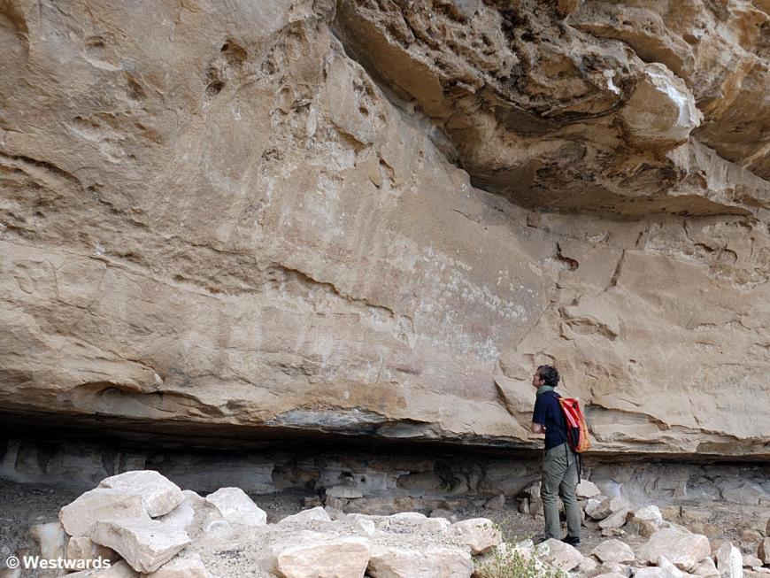 Woman looking at Petroglyphs in Qohaito