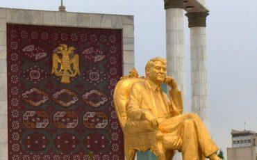 Golden statue of of Turkmenbashi in Ashgabad