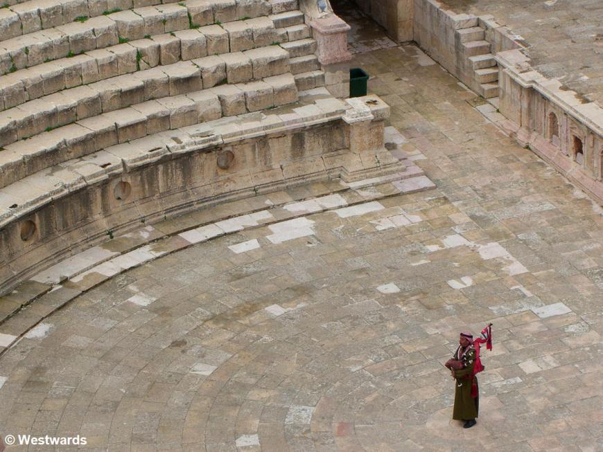 20070205 Jerash Suedtheater Dudelsack1