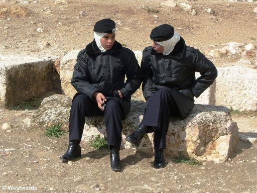 20070207 Amman Zitadelle Polizistinnen