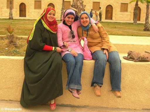 20070323 Alexandria Fort Qaitbey Touristen3