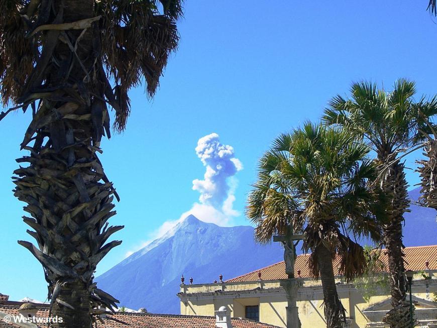 20071209 Antigua Volcano Fuego 2148