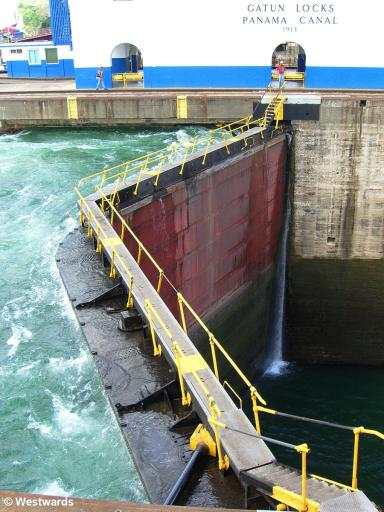 Different water levels at the Gatun Locks