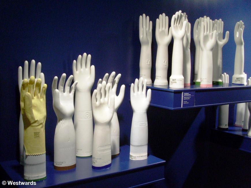 Porcelain hands for rubber glove production