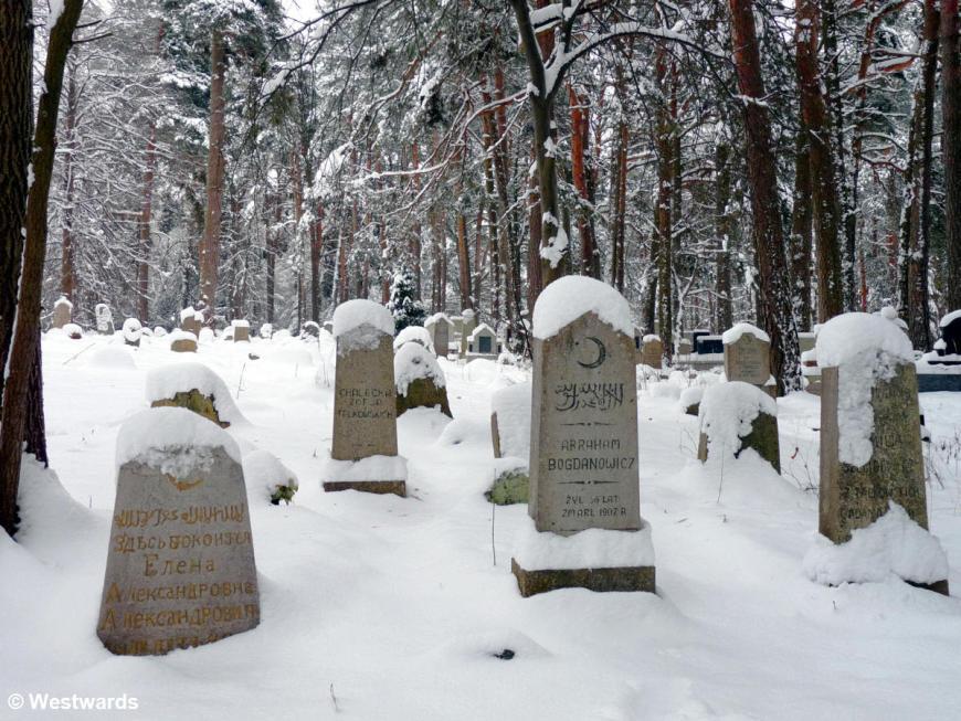 Krusznyani muslim cemetery in winter