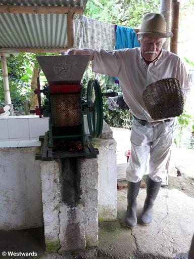 20120123 Salento coffee farm Don Elias 1310394