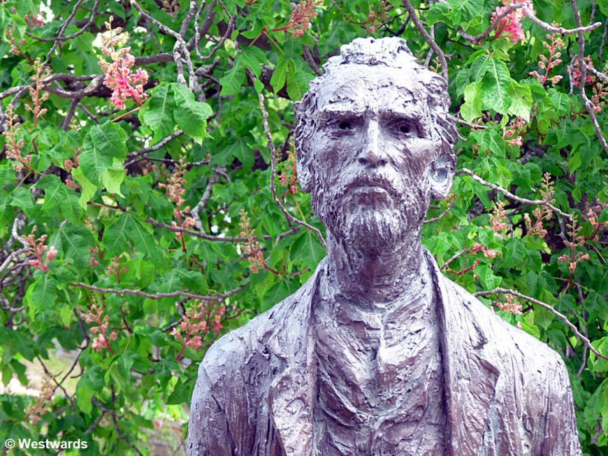 20120412 St Remy St Paul de Mausole van Gogh statue P1330841
