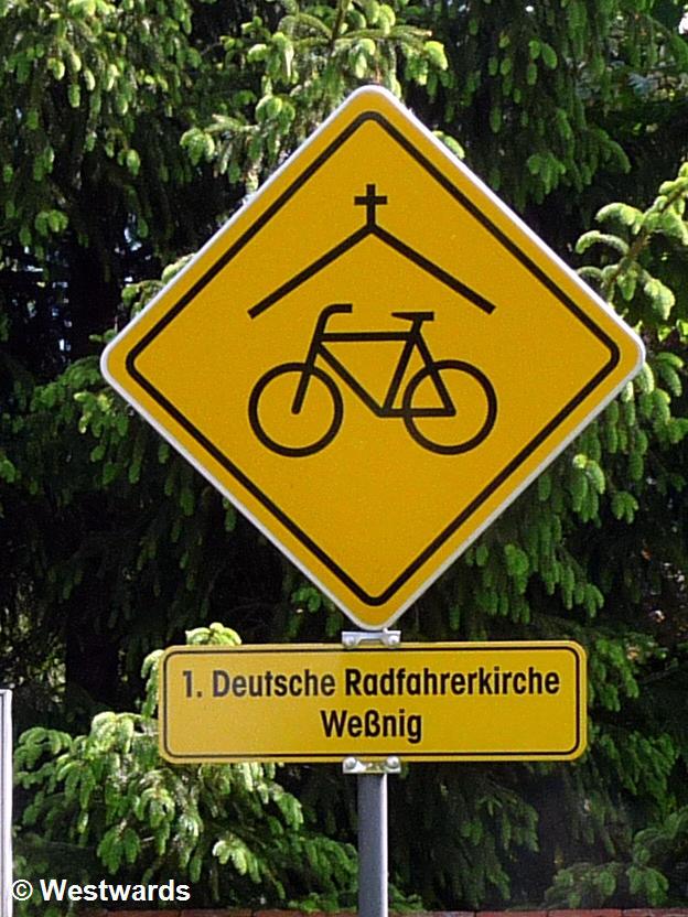 20120514 Elberadweg Wessnig Radfahrerkirche Schild P1340415