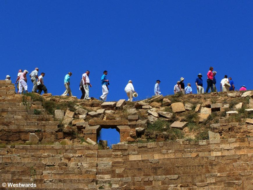 Cruise ship tourists on their Leptis Magna sightseeing excursion