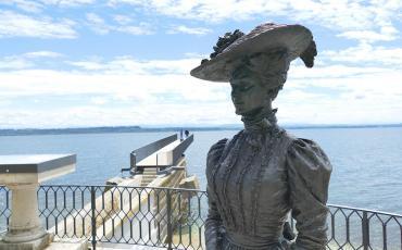 Belle Époque in Neuchatel: statue of a fancy lady