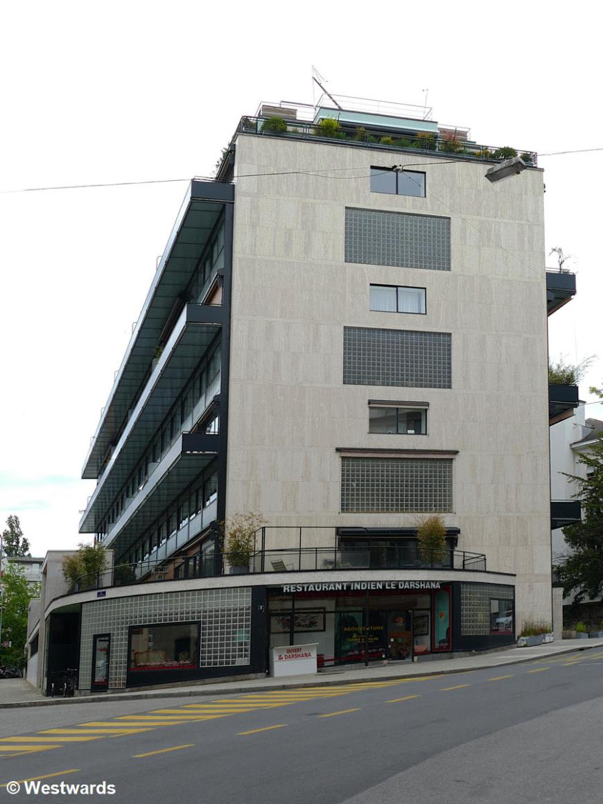 Maison Clarte in Geneve looks like an only slightly unusual apartment block