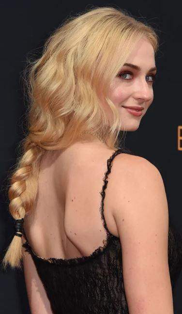 sophie-turner-face-hair
