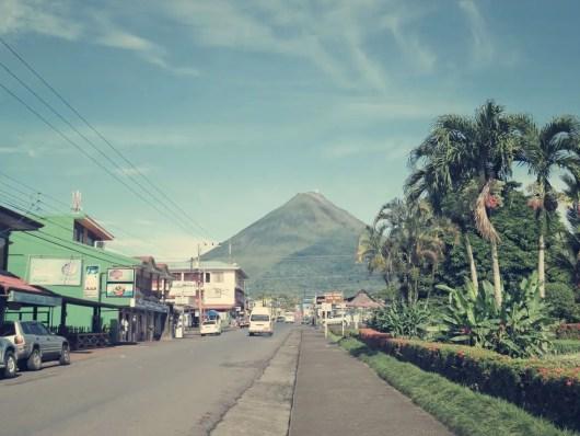 La Fortuna mit Blick auf den Volcán Arenal