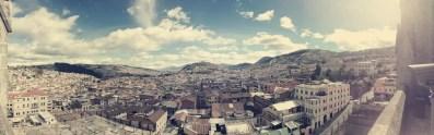 Blick auf den Panecillo mit der Virgen und die koloniale Altstadt