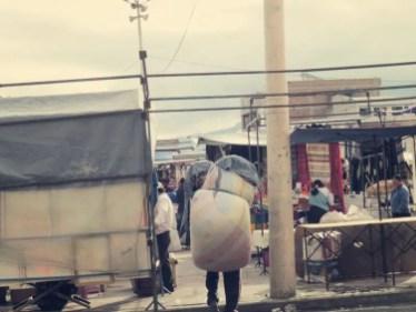 Otavalo Markt - Und wir dachten, wir haben schwere Backpacks