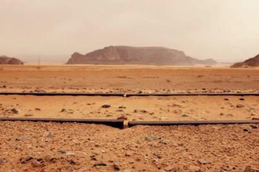 Lücke zwischen Gleisen, Wadi Rum, Jordanien
