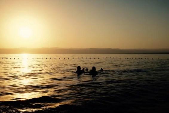 Schwimmen im Toten Meer, Jordanien