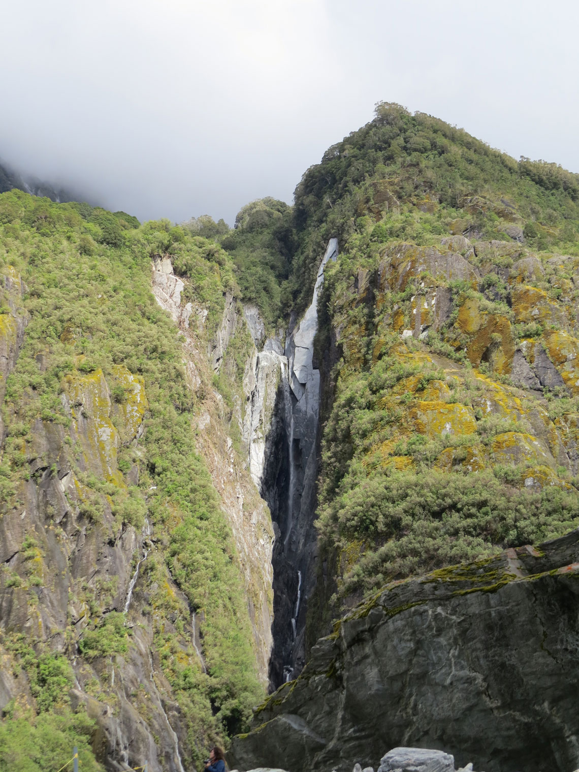 Ein Wasserfall auf dem Weg zum Franz Josef Gletscher