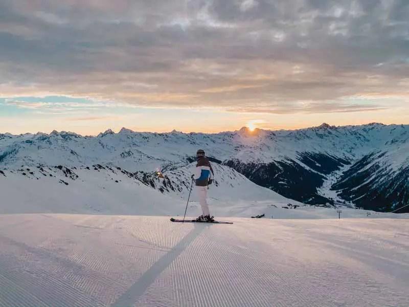 Davos vroege vogel skiën bij zonsopgang