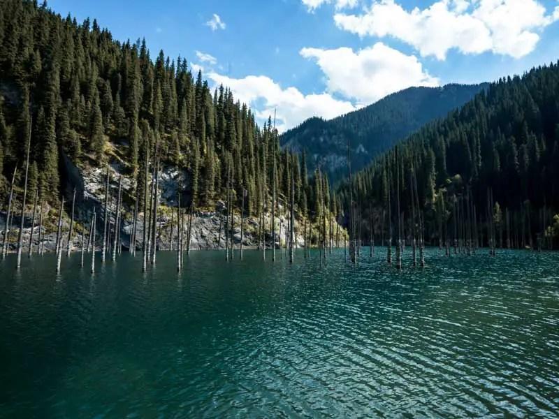 Der Kandy See auf meiner Kasachstan und Kirgistan Rundreise