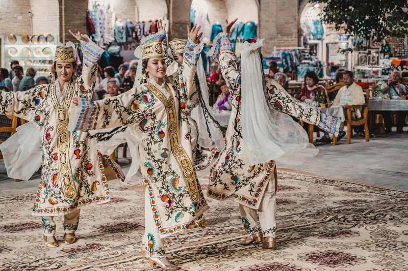 Buchara Bukhara Sehenswuerdigkeiten und Folklore