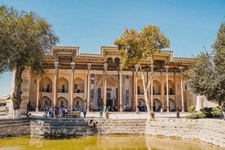 Buchara Sehenswuerdigkeiten: Die Bolo Hovuz Moschee von außen