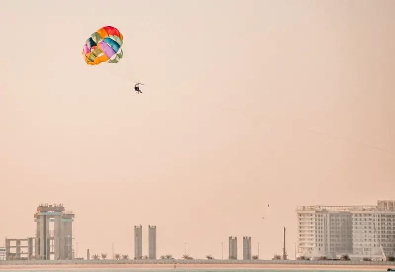 Dubai Aktivitäten Ausflüge Parasailing