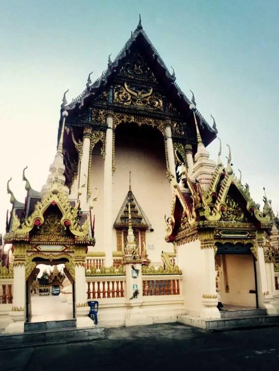 roi_et_standing_buddha_04