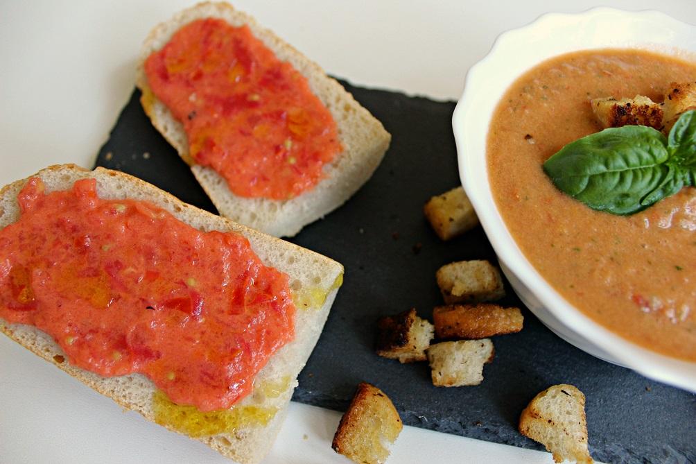 Gazpacho mit Brot