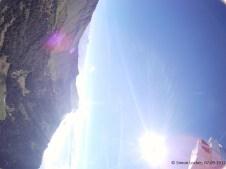 Die Meteosonde (unten rechts), aufgenommen von der Kamera, welche eigentlich nach unten fotografieren sollte