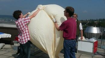 Der Ballon wird mit 4 Kubikmeter Helium befüllt