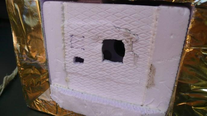 Die eine Kamera wurde beim Sturz etwas fest an die Wand gedrückt, sie blieb jedoch in der Box