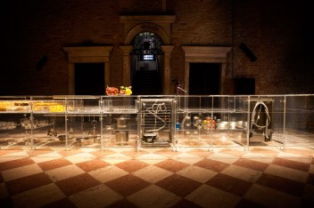 infinity-kitchen-transparent-mvrdv-translucent-transparent-venice-biennale-2016-living-home-environment-future-exploration_dezeen_936_6