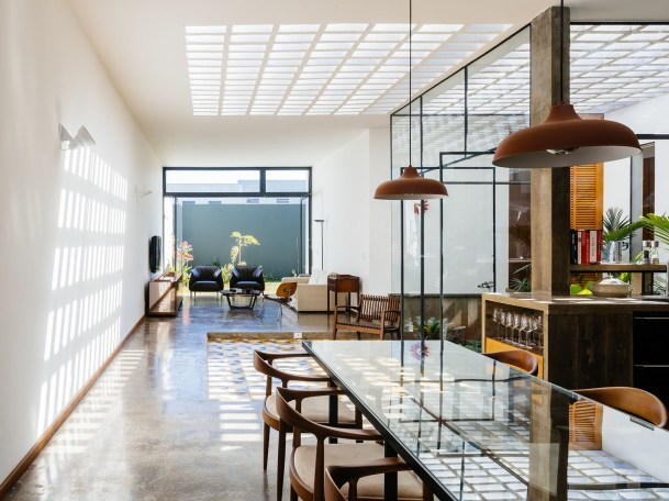 architecture-ownerless-house-01-vao-8