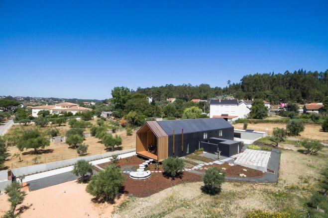 architecture-filipe-saraiva-ourem-house-10