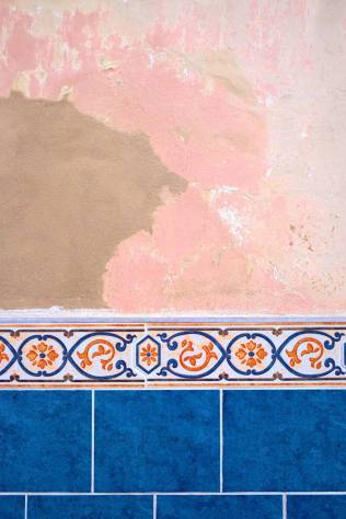 beautiful-colors-and-geometry-of-the-cuban-architecture-28-900x1350