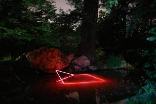 mysterious-red-lights-installations-in-spain-6-900x599