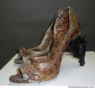 iris-schieferstein-scarpe-serpente