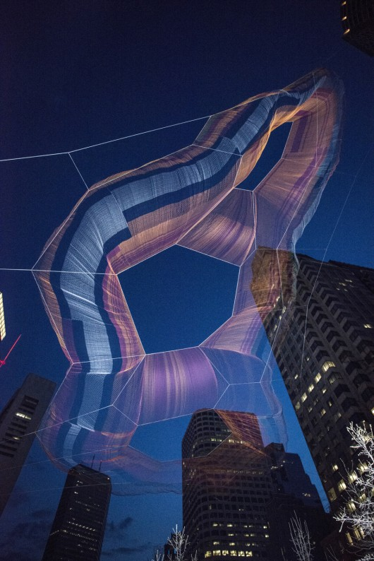 5547de2ce58ece706c000576_janet-echelman-suspends-massive-aerial-sculpture-over-boston-s-greenway_vanderwarker_pdv6733-530x794