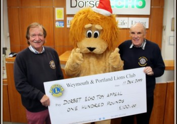 LIONS DONATE TO THE DORSET ECHO TOY APPEAL