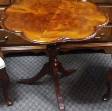 Mahogany Burled Pie Crust Scalloped Table