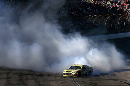 KANSAS CITY, KS - OCTOBER 16:  Kevin Harvick, driver of the #4 Outback Chevrolet, celebrates with a burnout after winning the NASCAR Sprint Cup Series Hollywood Casino 400 at Kansas Speedway on October 16, 2016 in Kansas City, Kansas.  (Photo by Chris Trotman/Getty Images)