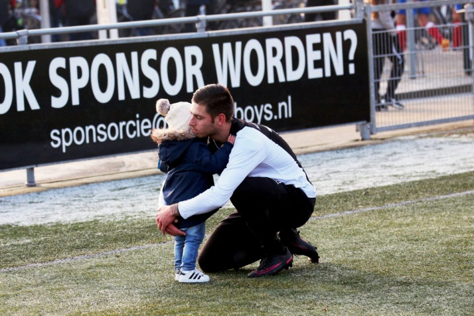 Foto door Frank Brussel, titel 'Papa succes wensen'