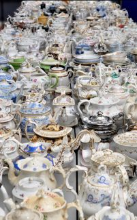 109199562_largest_selection_of_vintage_teapots-news-xlarge_transpgk6c77q4id2dx6qetusrd8nj1rzr_l4phdcu7d9gku