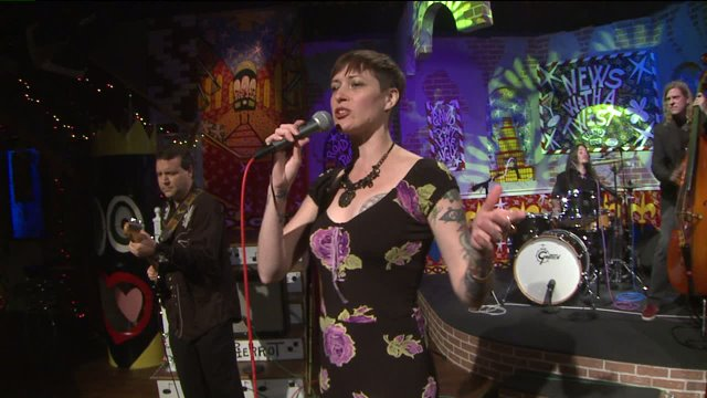 """Gal Holiday performs """"She's a Killer"""" on the Twist Stage"""