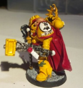 Imperial Fists Space Marine Captain: Right view
