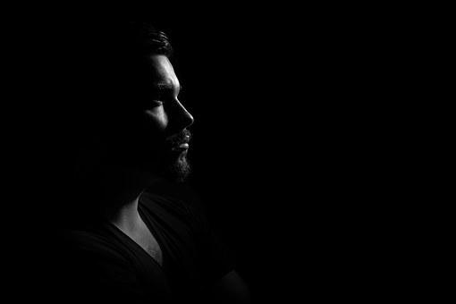 暗闇の中で半側空間無視患者は何を見るか?
